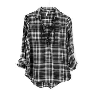 Mudd Women's Black and White Laced Plaid Shirt